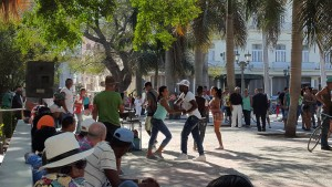 Spontaneous salsa dancing to a sound sytem, plaza Parque Central