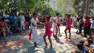 Another day, rueda de casino performed by young salseros at Parque Central