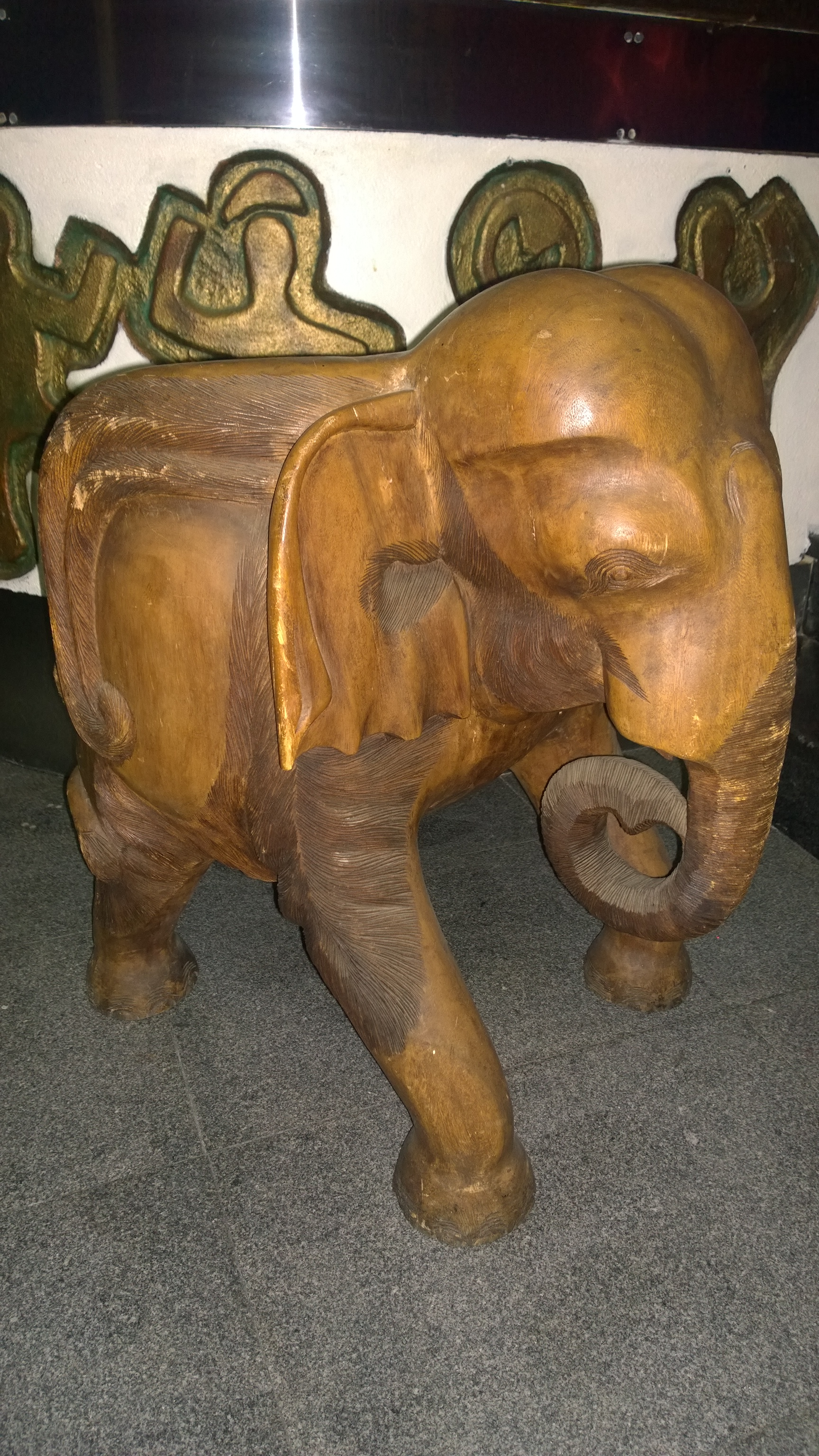 8_Elephant wooden chair