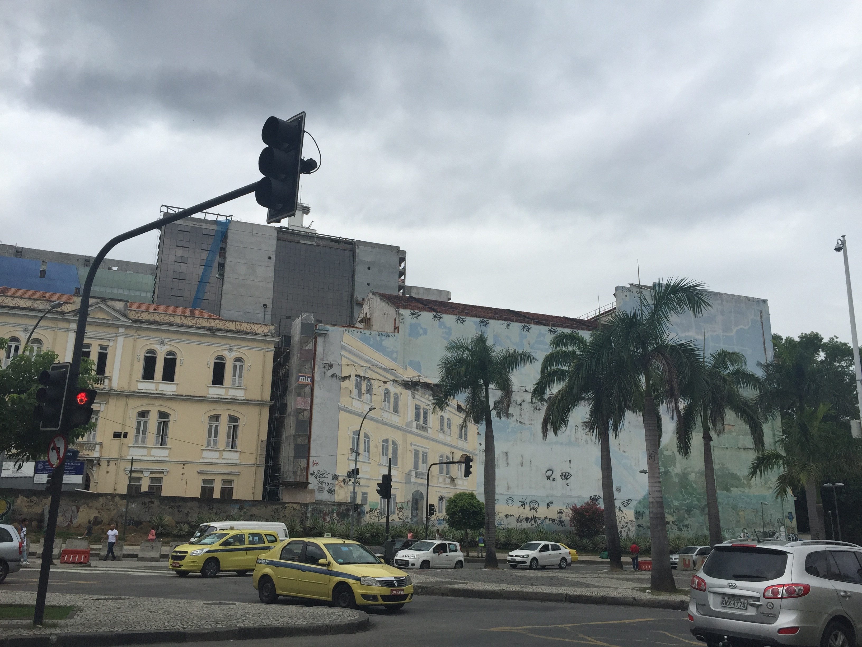 Lapa, Rio, the home of samba de gafieira, glorying in itself through tromp l'oeil murals